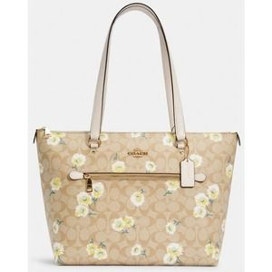 NWT Coach Daisy Print Signature Gallery Tote